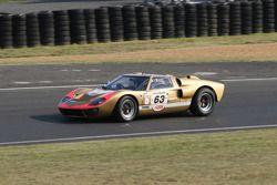 #63 Ford GT40 MK II 1966: Claude Nahum