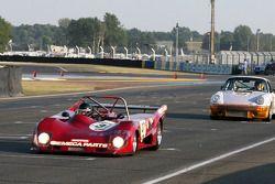 #37 Lola T294 1974: Dominique Lacaud, Rémy Striebig en #24 Porsche 911 RS 3,0l 1974: Alain Gadal, A