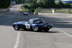 #77 Jaguar E Type: John Clark, Chris Clark in trouble
