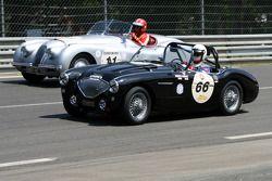 #66 Austin Healey 100 M 1956: Philippe Lanternier, Gildas Lecomte du Noüy et #11 Jaguar XK120 Roadster 1950: Didier Benaroya, Philippe Dischamp