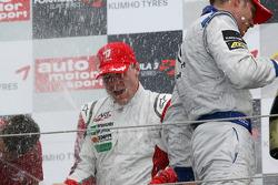 Race winnaar Valtteri Bottas, ART Grand Prix Dallara F308 Mercedes