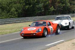 #28 Porsche 904 GTS 1964: Michiel Duijvendijk, Jan Lammers et #25 TVR Grantura MK III 1963: Philip Hooper, Ian Bankhurst