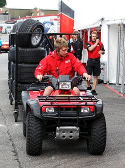 Les pneus Ayon livrés dans le Paddock F2