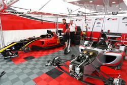 Les voitures F2 de Ricardo Teixeira et Nicola de Marco
