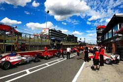 The pit lane gets busy prior to qualifying 2