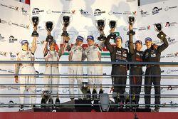 FLM podium: vainqueurs de la catégorie Jody Firth et Warren Hughes, 2e Andrea Barlesi, Alessetro Cicognani et Gary Chaleton, 3e Dominik Kraihamer, Nicolas De Crem et Bernard Delhez
