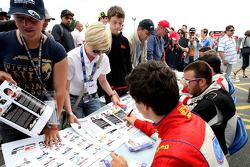 Formule 2 handtekeningsessie