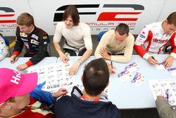 La session d'autographes de la F2