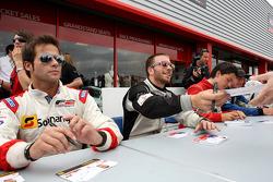 Ricardo Teixeira et Philipp Eng à la session d'autographes de la F2