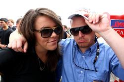Simon Melluish F2 Attaché de presse est consolée pour son dernier jour par Natalia Kowalska