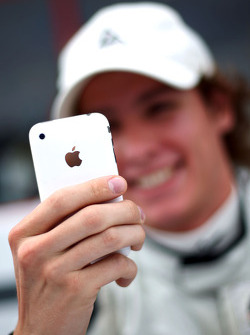 Ivan Samarin with his iPhone in the autograph session