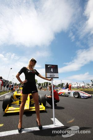 Formula Two grid girl for Benjamin Bailly