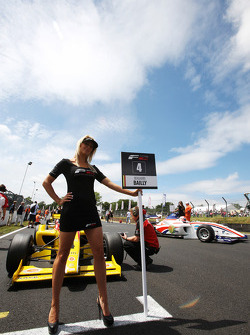 Grid girl F2 pour Benjamin Bailly
