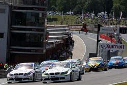 Augusto Farfus, BMW Team RBM, BMW 320si rijdt voor Andy Priaulx, BMW Team RBM, BMW 320si at the star