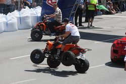 Sebastian Vettel, Red Bull Racing, op een quad