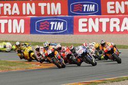 Start: Dani Pedrosa, Repsol Honda Team leads Jorge Lorenzo, Fiat Yamaha Team