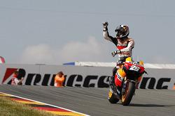 Ganador de la carrera Dani Pedrosa, del equipo Repsol Honda celebra