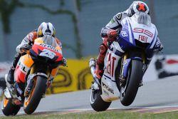 Jorge Lorenzo, Fiat Yamaha Team leads Dani Pedrosa, Repsol Honda Team