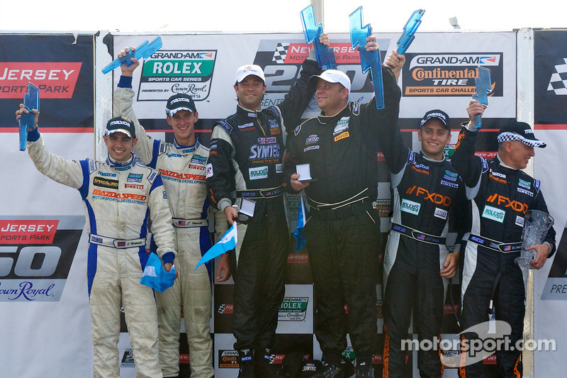 GT podium: class winner Jonathan Bomarito, 2e Adam Christodoulou et John Edwards, 3e Emil Assentato