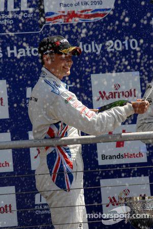 Andy Priaulx sprays Champagne