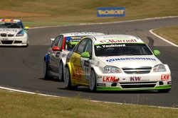 Harry Vaulkhard leads Tom Coronel and Sergio Hernandez
