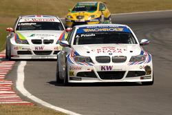 Andy Priaulx rijdt voor Colin Turkington en Gabriele Tarquini