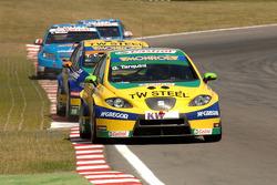 Gabriele Tarquini rijdt voor Tom Coronel en Chevrolets