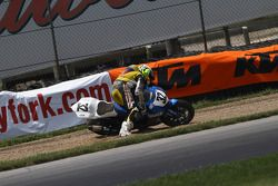 #32 RoadRacingWorld.com - Suzuki GSX-R600: Santiago Villa crashes exiting turn 5