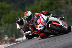 #72 Foremost Insurance/Pegram Racing - Ducati 1098R: Larry Pegram holds off Ben Bostrom for the final podium position