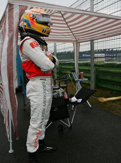 Авария Льюиса Хэмилтона, McLaren Mercedes во время сессии