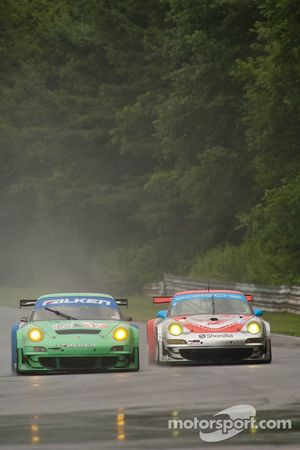 #17 Team Falken Tire Porsche 911 GT3 RSR: Bryan Sellers, Wolf Henzler, #44 Flying Lizard Motorsports Porsche 911 GT3 RSR: Darren Law, Seth Neiman