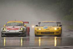 #45 Flying Lizard Motorsports Porsche 911 GT3 RSR: Jorg Bergmeister, Patrick Long, #4 Corvette Racing Chevrolet Corvette ZR1: Olivier Beretta, Oliver Gavin