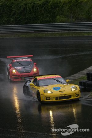 #3 Corvette Racing Chevrolet Corvette ZR1: Jan Magnussen, Johnny O'Connell, #32 GMG Racing Porsche 9