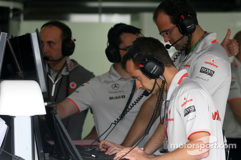 McLaren Mercedes engineers
