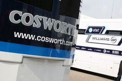 Trailer de Cosworth en el paddock