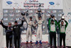 GTC klasse podium: klasse winnaars Henri Richard en Andy Lally, tweede plaats Timothy Pappas en Jero