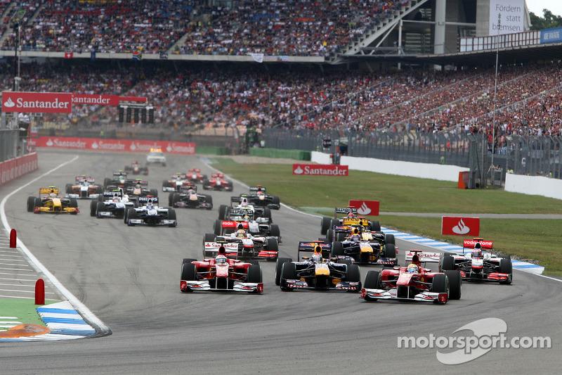Феліпе Масса (Ferrari) випереджає Фернандо Алонсо (Ferrari) та Себастьяна Феттеля (Red Bull Renault)