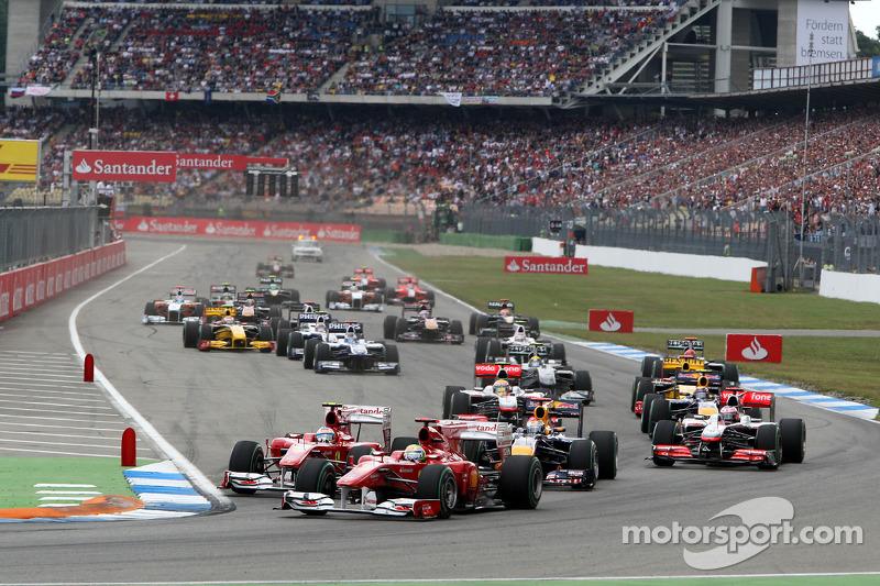 Felipe Massa, Scuderia Ferrari leads Fernando Alonso, Scuderia Ferrari and Sebastian Vettel, Red Bul
