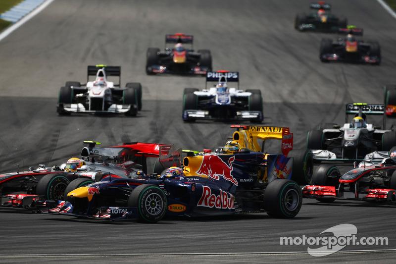 Льюіс Хемілтон (McLaren Mercedes) і Марк Веббер (Red Bull Renault)