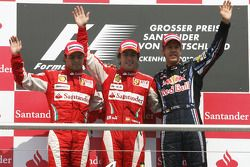Podium: vainqueur Fernando Alonso, Scuderia Ferrari, 2e Felipe Massa, Scuderia Ferrari, 3e Sebastian Vettel, Red Bull Racing