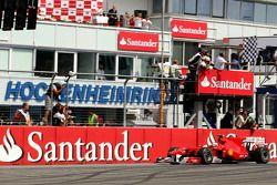 Fernando Alonso, Scuderia Ferrari emporte la course