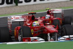 Феліпе Масса, Scuderia Ferrari, попереду Фернандо Алонсо, Scuderia Ferrari