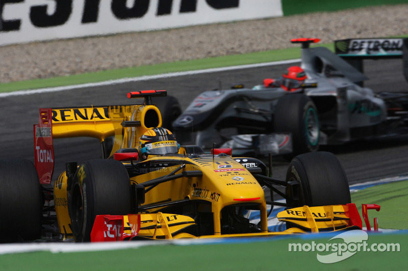 Robert Kubica, Renault F1 Team voor Michael Schumacher, Mercedes GP