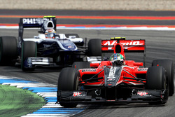 Lucas di Grassi, Virgin Racing leads Nico Hulkenberg, Williams F1 Team