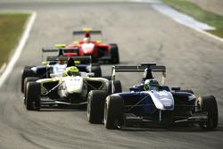 Lucas Foresti leads Nigel Melker