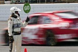Polepositie Juan Pablo Montoya, Earnhardt Ganassi Racing Chevrolet naar circuit