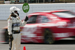 Pole winner Juan Pablo Montoya, Earnhardt Ganassi Racing Chevrolet heads to track