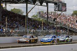 David Ragan, Roush Fenway Racing Ford, Kurt Busch, Penske Racing Dodge, Carl Edwards, Roush Fenway Racing Ford