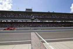 Jamie McMurray, Earnhardt Ganassi Racing Chevrolet passe le drapeau à damiers