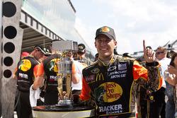 Victory lane: el ganador de la carrera Jamie McMurray, Earnhardt Ganassi Racing Chevrolet